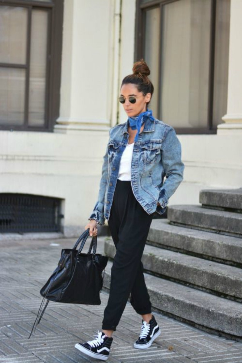 ¿Y qué os parece con unos pantalones tipo baggy  Si los combinas con unas  zapatillas converse y un bolso shopper ef947ce25ef